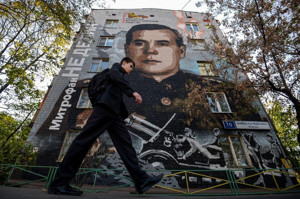"""Graffiti """"Marszałek Niedielin"""" autorstwa artysty Siergieja Owsejkina wykonane na Dzień Zwycięstwa"""