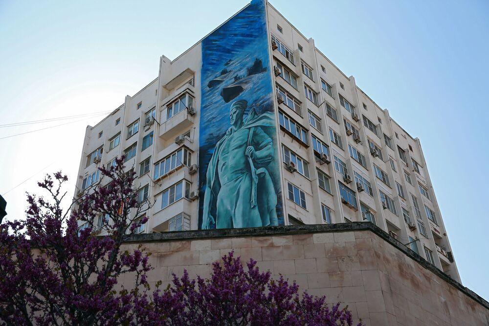 Graffiti na fasadzie domu w Noworosyjsku
