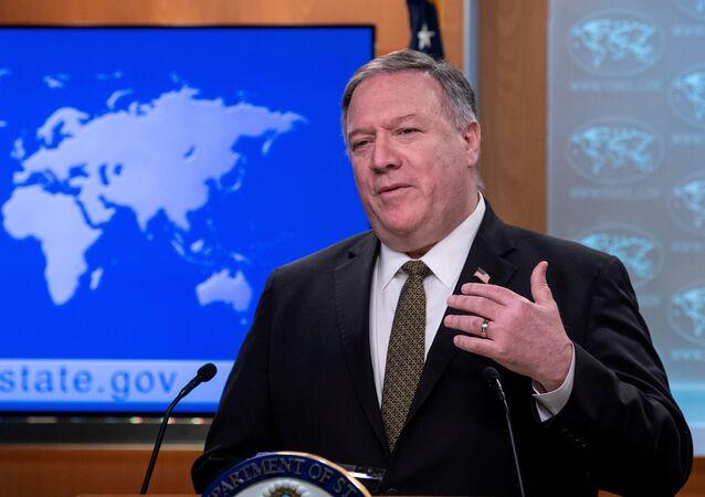Sekretarz stanu USA Mike Pompeo podczas przemówienia w Waszyngtonie