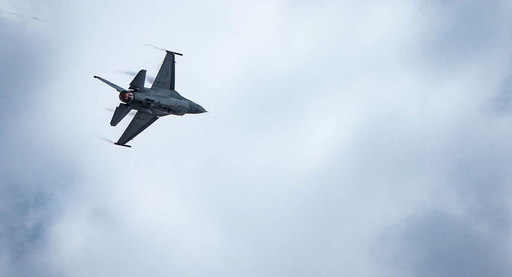 Myśliwiec F-16 w locie