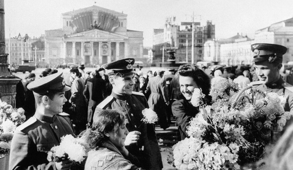 Uroczystości na placu pod teatrem Bolszoj
