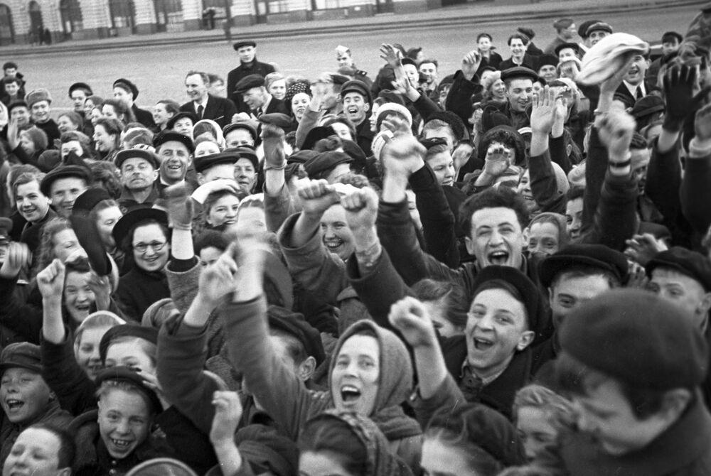 Moskwianie w pierwszy dzień bez wojny