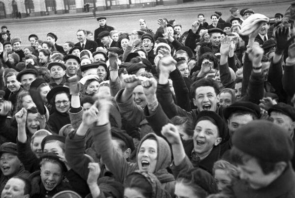 Moskwianie w pierwszy dzień bez wojny - Sputnik Polska