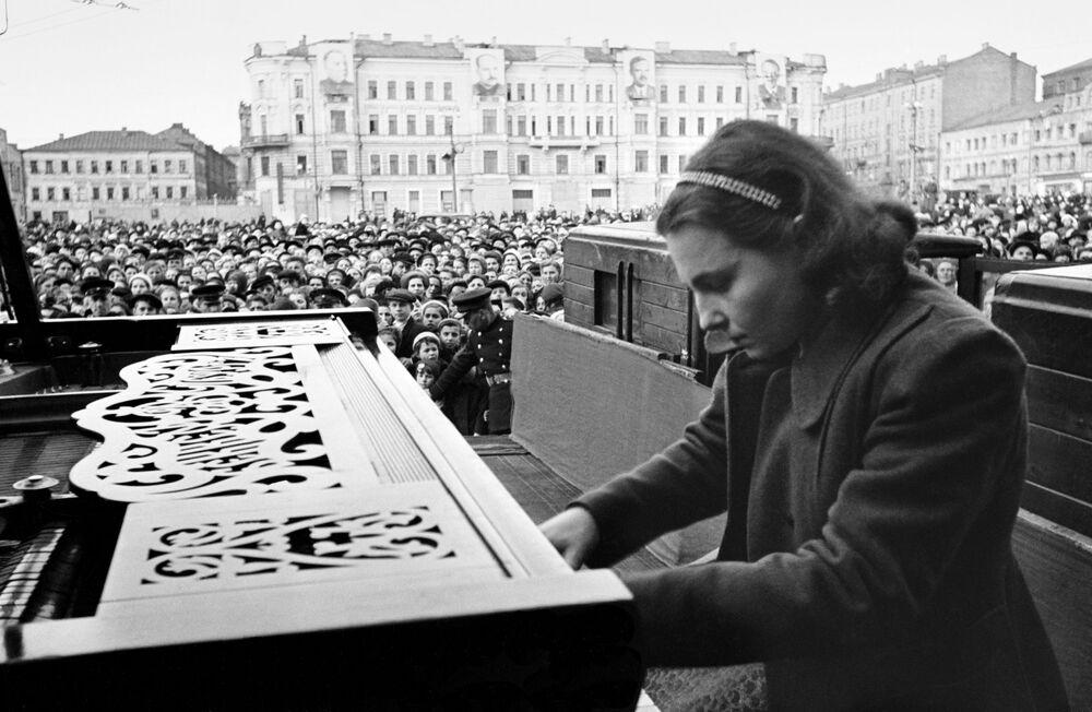 Pianistka Moskiewskiego konserwatorium Nina Jemeljanowa