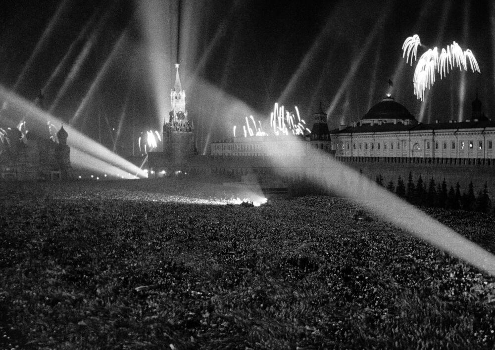 Fajerwerki na Placu Czerwonym 9 maja 1945 roku