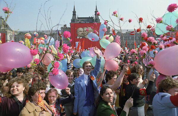 Uroczysta demonstracja na Placu Czerwonym w 1984 roku  - Sputnik Polska