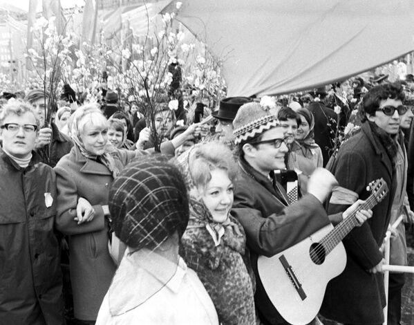 Demonstracja robotników na Placu Czerwonym w maju 1971 rok - Sputnik Polska