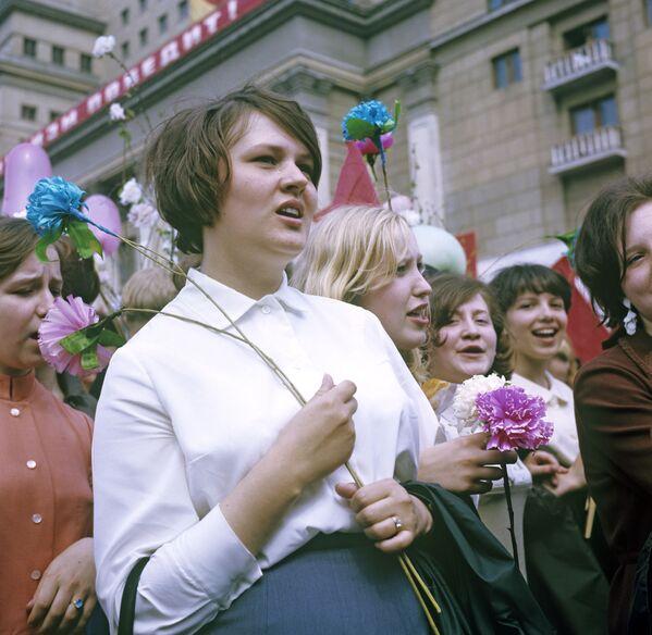 Moskwianie uczestniczą w demonstracji 1 maja, 1969 rok - Sputnik Polska