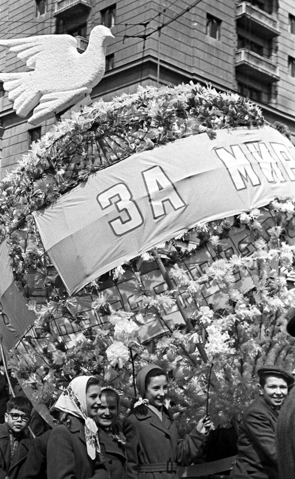 Demonstracja z okazji Międzynarodowego Dnia Solidarności Pracowników, Moskwa, 1961 rok - Sputnik Polska