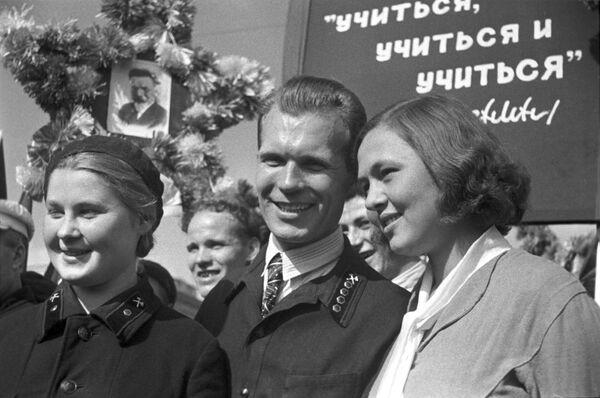 Demonstracja robotników w Moskwie w 1938 roku - Sputnik Polska