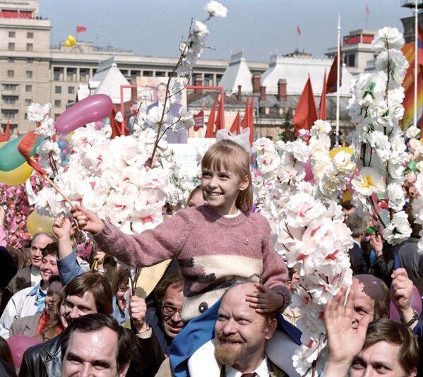 Uczestnicy demonstracji 1 maja w Moskwie, 1987 rok - Sputnik Polska