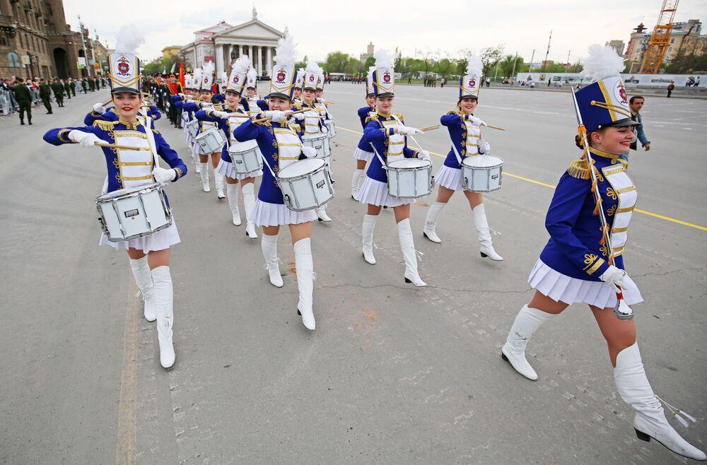 Perkusistki na próbie Parady Zwycięstwa w Wołgogradzie