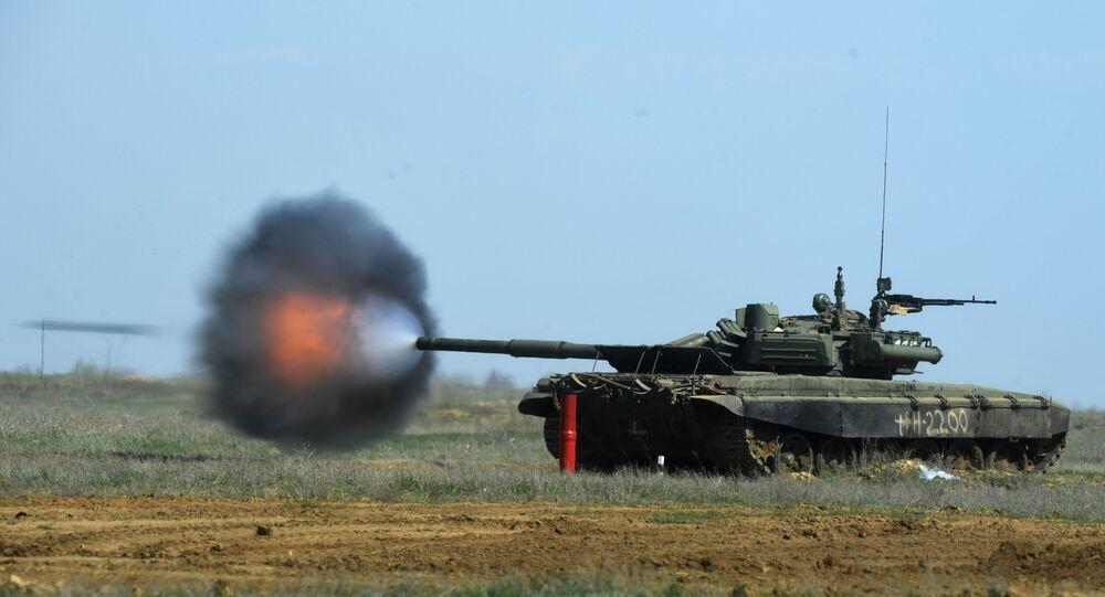 Czołg T-90 podczas ćwiczeń w rejonie Wołgogradu