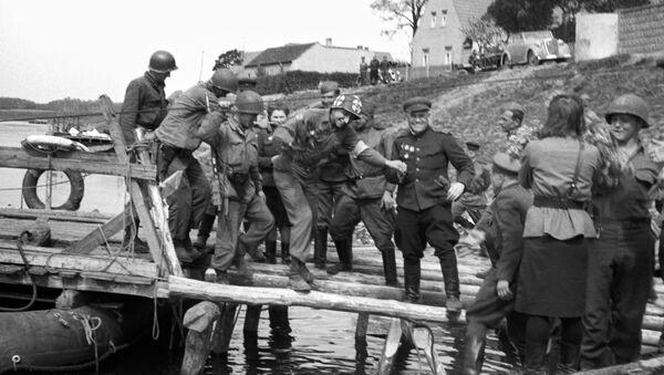 Spotkanie radzieckich i amerykańskich wojsk nad Łabą w 1945 roku - Sputnik Polska