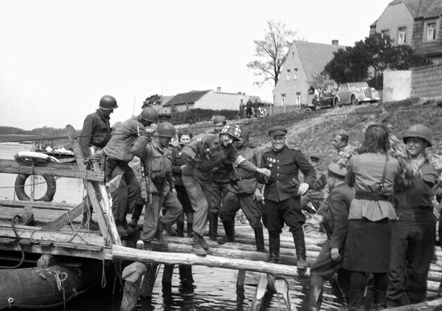 Spotkanie radzieckich i amerykańskich wojsk nad Łabą w 1945 roku