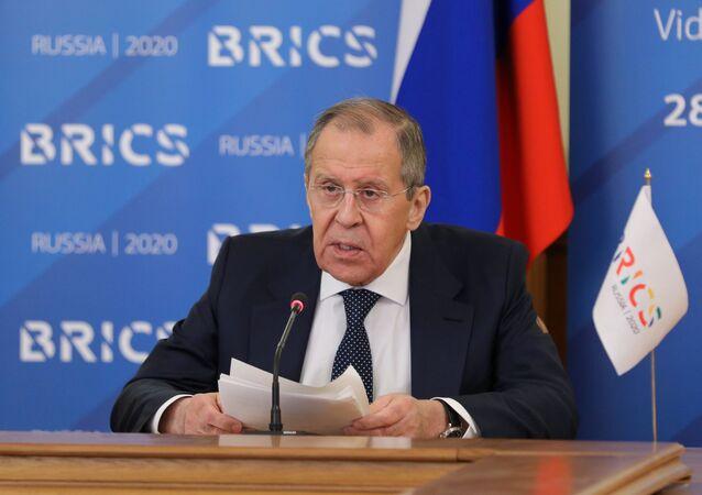 Minister spraw zagranicznych Rosji Siergiej Ławrow w czasie transmisji online z posiedzenia ministrów spraw zagranicznych państw BRICS w trybie wideokonferencji