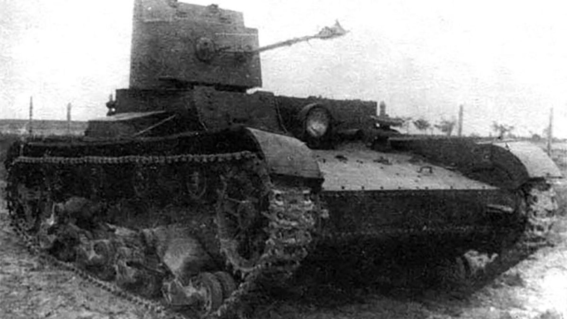 Czołg jednowieżowy z miotaczem ognia ChT-26 (BChM-3)  - Sputnik Polska, 1920, 08.05.2021