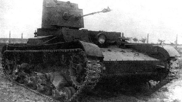 Czołg jednowieżowy z miotaczem ognia ChT-26 (BChM-3)  - Sputnik Polska