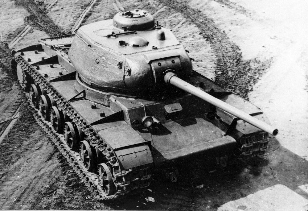 Ciężki czołg KW-85