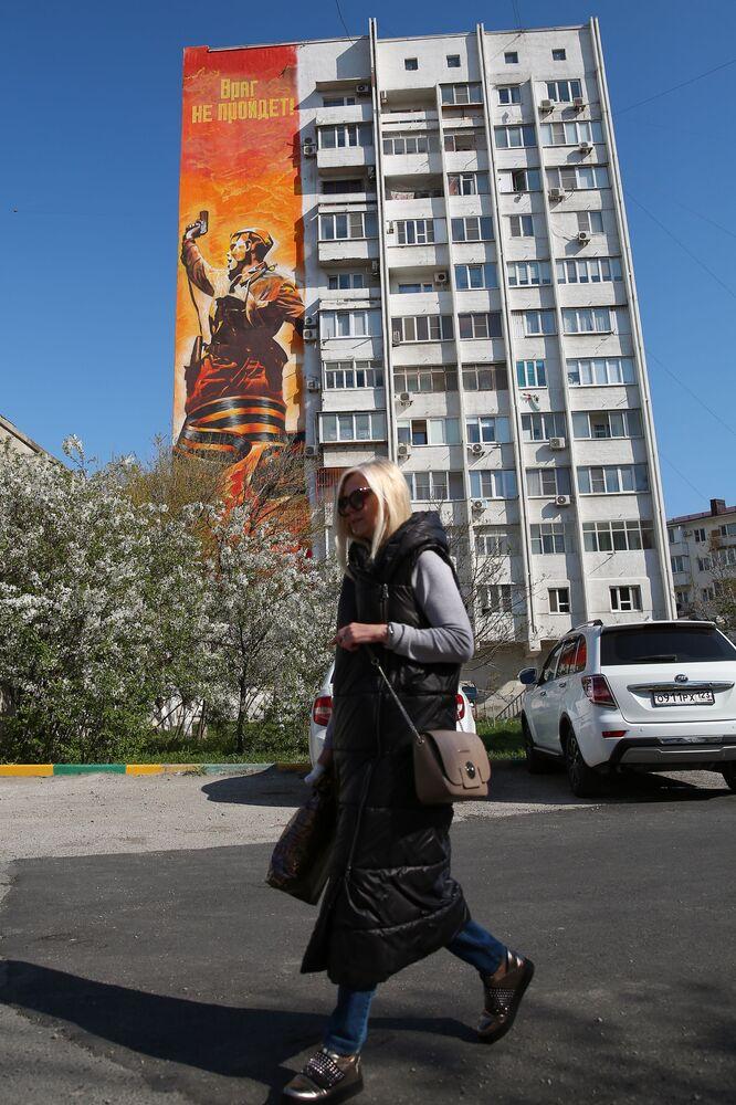 Graffiti na bloku w Noworosyjsku