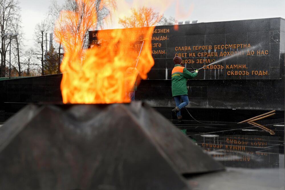 Mycie Kompleksu Memorialnego w Kazaniu