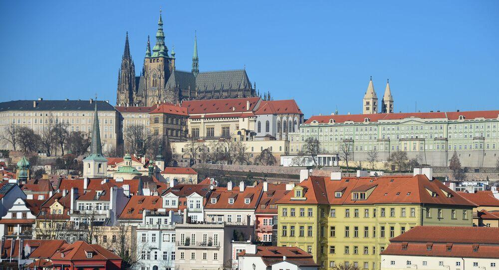 Widok na Pragę i Katedrę św. Wita od strony rzeki Wełtawy