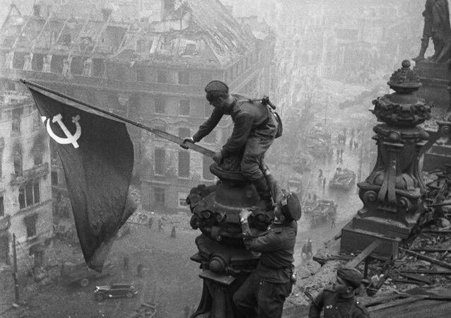 Sztandar Zwycięstwa nad Reichstagiem w Berlinie, 1945 rok