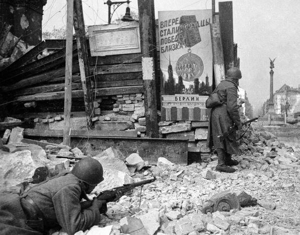 Walki uliczne w Berlinie, 1945 rok - Sputnik Polska