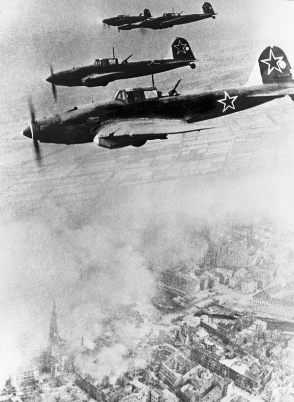 Radzieckie samoloty lecące do Berlina 1945 rok - Sputnik Polska