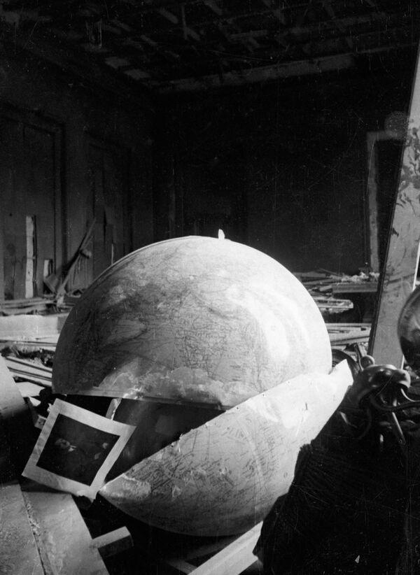 Zniszczone biuro Adolfa Hitlera, 1945 rok - Sputnik Polska