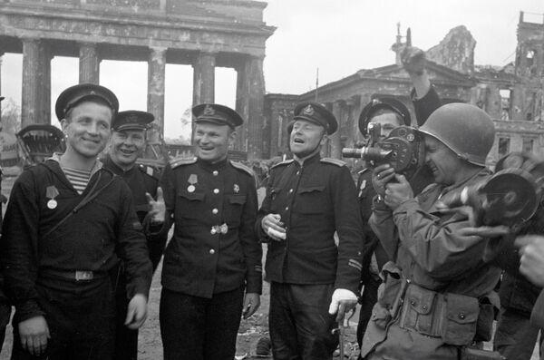 Radzieccy marynarze w Berlinie, 1945 rok - Sputnik Polska