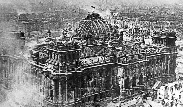 Budynek Reichstagu, 1 maja 1945 r. - Sputnik Polska