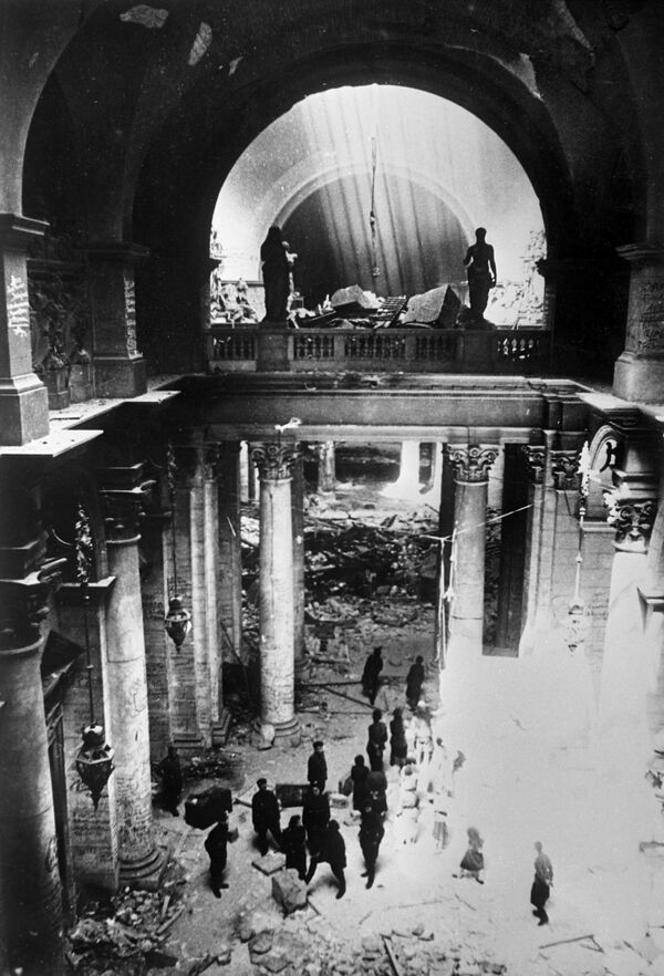 Żołnierze radzieccy w budynku Reichstagu, 9 maja 1945 rok - Sputnik Polska