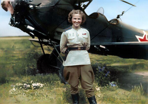 Pilotka radziecka Nadia Popova - Sputnik Polska