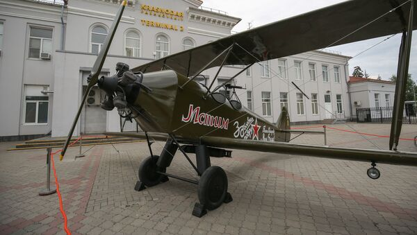 Kopia samolotu Po-2 przy lotnisku w Krasnodarze - Sputnik Polska