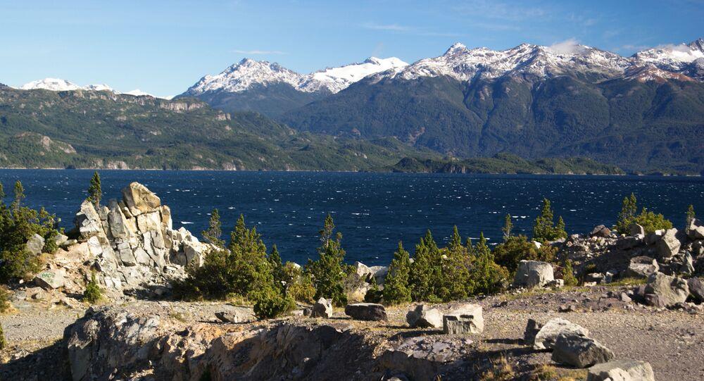 Jezioro Futalaufken w prowincji Chubut w południowej Argentynie
