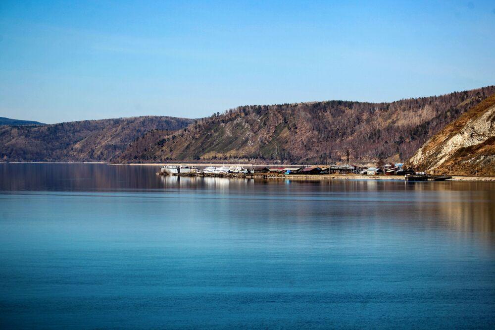 Port na jeziorze Bajkał