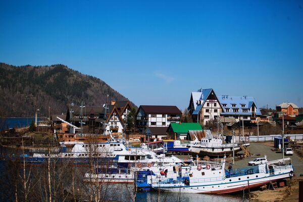 Wieś Nikola nad jeziorem Bajkał - Sputnik Polska