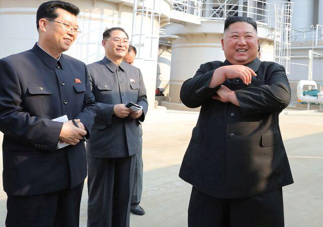 Kim Dzong Un 1 maja podczas ceremonii zakończenia budowy