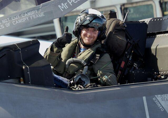 Pilot wojskowy