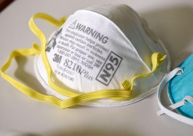 Maski ochronne N95 w laboratorium w USA