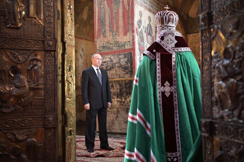 Prezydent FR Władimir Putin podczas ceremonii inauguracji w 2018 roku w Soborze Zwiastowania w Kremlu