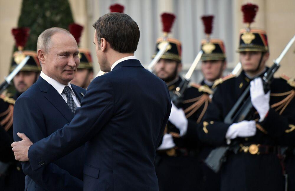 Władimir Putin z Emmanuelem Macronem w Paryżu