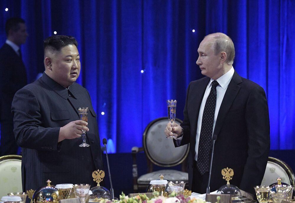 Władimir Putin z Kim Dzong Unem