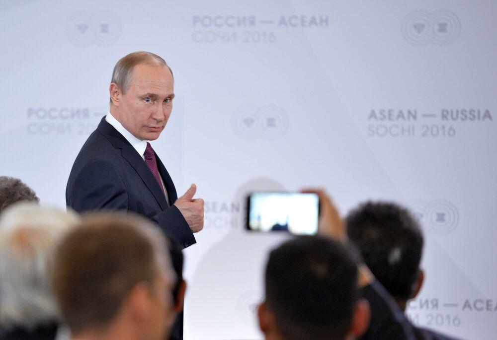 Władimir Putin na szczycie ASEAN w Soczi