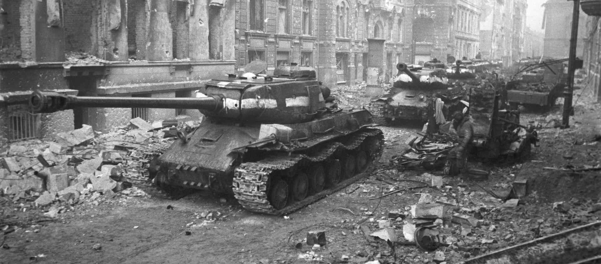 Radzieckie czołgi na ulicach Berlina, 1945 r. - Sputnik Polska, 1920, 05.05.2021