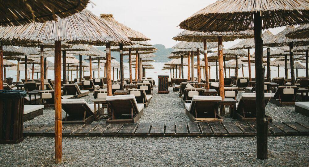 Słoweńska plaża w Budvie, Czarnogóra
