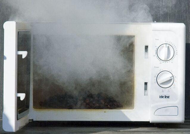 Spalona kuchenka mikrofalowa