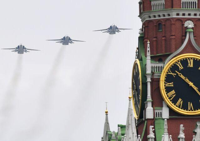Su-24 podczas próby Parady Zwycięstwa w Moskwie