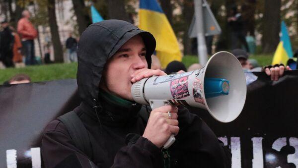 Uczestnik marszu z okazji rocznicy utworzenia UPA i Dnia Obrońcy Ukrainy we Lwowie. - Sputnik Polska